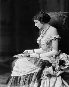 """* Katherine Cornell *  (""""The Age of Innocence""""). (* Berlin, 16/Fevereiro/1893 - Tisbury, Massachussets, 09/Junho/1974). Atriz de Palco, Escritora, Proprietária de Teatro e Produtora. Foi considerada uma das grandes atriazes de Teatro do Século XX. Foi royulada como a """"Primeira Dama do Teatro""""."""