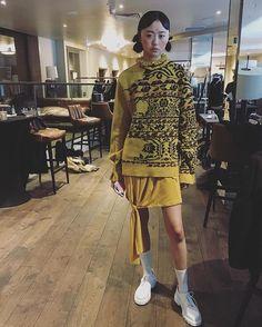 Inspirada nos descobrimentos e nas antigas colónias portuguesas em Timor-Leste Alexandra Moura apresentou hoje em Londres a coleção para o próximo outono/inverno. Destacaram-se as malhas os motivos florais e os tons terrestres dos castanhos e ocres. Para ver amanhã em Vogue.pt #cninow #vogueportugal #LFW #PortugalFashion #Moda  via VOGUE PORTUGAL MAGAZINE OFFICIAL INSTAGRAM - Fashion Campaigns  Haute Couture  Advertising  Editorial Photography  Magazine Cover Designs  Supermodels  Runway…