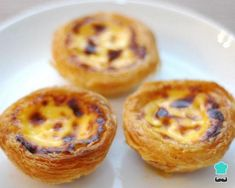 """Here's a list of Portuguese sweets, from the well-known pastel de nata down to the lesser-known """"barriga de freiras"""" – belly of nuns. Read this article to learn all about Portuguese pastries. Portuguese Desserts, Portuguese Recipes, Portuguese Food, Portugese Custard Tarts, Natas Recipe, Cupcake Recipes, Dessert Recipes, Gourmet Desserts, Plated Desserts"""