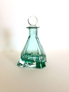 Vintage perfume bottle. Crystal bottle. Art Deco style perfume #southoffrancefinds Facebook-southoffrancefinds