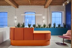 Lebel & Bouliane has implemented a colorful office design for Lift & Co, a cannabis education and research company, located in Toronto, Canada. Office Reception Design, Modern Office Design, Contemporary Office, Reception Areas, Office Interior Design, Office Interiors, Reception Desks, Modern Interior, Modern Offices