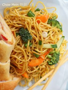 Chow Mein 炒面 http://www.chinahighlights.com/travelguide/chinese-food/eight-chinese-dishes.htm