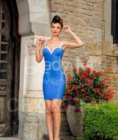 Rochia Chanttal Endless Love este un model elegant, seducator, care iti va scoate silueta in evidenta. Culoarea este deosebit de rafinata. Modelul este accesorizat cu o funda la spate.