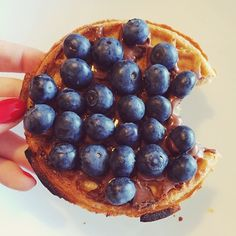 quick breakfast :: waffle, nutella, blueberries