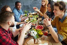 Essen zu Hause im Freundeskreis nicht das Essen die zwischenmenschliche Kommunikation - ist wichtig