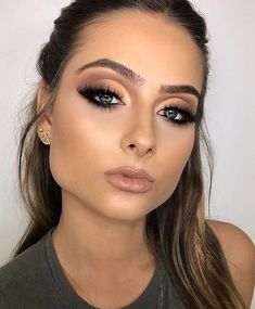 Pin By Beauty On Makeup Inspo In 2019 Beauty Makeup Flatlay – Tutoriels Cheveux Makeup Trends, Makeup Inspo, Makeup Inspiration, Makeup Ideas, Makeup Tutorials, Day Makeup, Beauty Makeup, Huda Beauty, Bridal Makeup