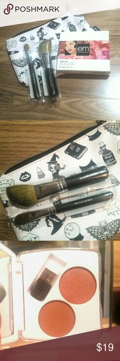 NIB Bronzer Duo & BareMinerals Brushes Michelle Phan's emCosmetics Bronzer Duo Shade Play face palette in the shade Bronze Appeal paired with two BareMinerals brushes (concealer brush and angled face brush). Ipsy October bag included! All products have not been used. Sephora Makeup Bronzer