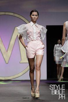 I always love modern interpretations of traditional Filipiniana clothing Philippines Outfit, Philippines Fashion, Philippines Culture, Couture Fashion, Fashion Show, Fashion Outfits, Fashion Design, Filipino Fashion, Asian Fashion