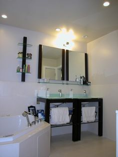 The Master Bathroom of the Lee's Residence