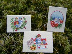 ATC de janvier 2019 Christmas Cross, Xmas, Cross Stitch Designs, Cross Stitching, Christmas Decorations, Handmade, Gifts, Vintage, Cross Stitch