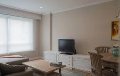 Salón Corner Desk, Flat Screen, Furniture, Home Decor, Corner Table, Blood Plasma, Decoration Home, Room Decor, Flatscreen