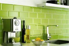Verde: el color Pantone del año 2017. Aquí, aplicado a los azulejos de una cocina.