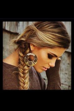 brown hair with blonde highlights- Love it! This is my hair color now :) Love Hair, Great Hair, Gorgeous Hair, Dead Beautiful, Gorgeous Blonde, Gorgeous Makeup, Pretty Makeup, Simply Beautiful, Beautiful Earrings