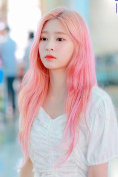 Girl With Pink Hair, Pink Girl, Kpop Hair Color, Yu Jin, Japanese Girl Group, Kim Min, Girls Generation, K Idols, Fandom