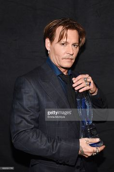 Actor Johnny Depp, winner of the Favorite Movie Icon award, poses backstage at the People's Choice Awards 2017 at Microsoft Theater on January 18, 2017 in Los Angeles, California.
