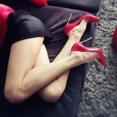 black stiletto heels with red sole Sexy Legs And Heels, Hot Heels, Sexy High Heels, Pumps Heels, Serpieri, Black Stiletto Heels, Beautiful High Heels, Nylons Heels, Fashion Heels