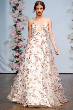 Fashion show party, fashion show dresses, dress fashion, fall Fashion Show Dresses, Fashion Show Party, Dress Fashion, Couture Fashion, Runway Fashion, Trendy Fashion, Feminine Fashion, Floral Fashion, Ball Gowns Prom