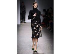 #mfw #milanofashionweek #milanomodadonna N*21 di Alessandro Dell'Acqua www.moda-madeinitaly.com Milano Fashion Week, N21, High Neck Dress, Dresses For Work, Chic, How To Wear, French, Women, Style