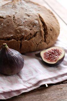 Feigenbrot zum World Bread Day. Lasst uns Brot backen - tulpentag