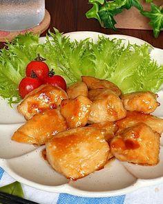 下味と、合わせタレにダブルマヨネーズを使ってこってり濃厚に♡ リーズナブルな鶏むね肉がガッツリ食べ応えのあるメインのおかずに大変身♪ 夕ご飯に出すと子どもも大喜び(。>∀<。) 冷めても美味しいのでお弁当のメインおかずにも是非! コクのある照り焼きチキンを召し上がれପ(⑅ˊᵕˋ⑅)ଓ Pretzel Bites, Cantaloupe, Bread, Fruit, Ethnic Recipes, Food, Brot, Essen, Baking