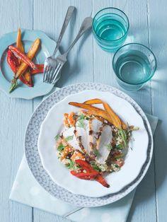 Pikantní pečené krůtí plátky, sladká glazovaná mrkvička a šťavnatý salát s bulgurem. Tahle kombinace je tak dobrá, až se nechce věřit, že je i zdravá! Thai Red Curry, Quinoa, Ethnic Recipes, Food, Bulgur, Essen, Meals, Yemek, Eten