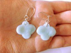 Mieux vaut les avoir aux oreilles plutôt que dans le ciel ! boucles d'oreilles nuage : 6.99 euros - par clouds are yellow  http://www.alittlemarket.com/boutique/clouds_are_yellow-1267595.html