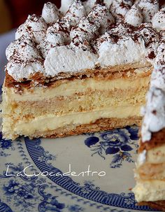 and 46 springs! _ Puff pastry layers filled with Chantilly cream vanilla. Italian Cake, Italian Desserts, Sweet Desserts, Fall Desserts, Sweet Recipes, Delicious Desserts, Cake Recipes, Dessert Recipes, Torta Pompadour