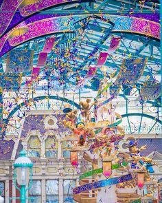 HiroさんはInstagramを利用しています:「. ✔️ Happiest Celebration. . 📷 Sony α7ii ⚙️ f2.8 ss1/400 iso160 . こんばんは🌙 ウォルト像でパレード待ちをしてるときに撮りました📸 トリミングしたけど200mmでも意外とイケますな🤔. . #TDR #TDL…」 Tokyo Disney Sea, Tokyo Disney Resort, Tokyo Disneyland, Disney Love, Disney Magic, Disney Parks, Walt Disney World, Park Photos, Aesthetic Wallpapers