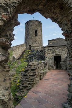 Hrad Střekov, Ústí nad Labem Chateau Medieval, Heart Of Europe, Secret Places, Czech Republic, Palace, Cathedral, Buildings, Beautiful Places, Explore