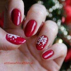 """Moja propozycja świątecznych paznokci ❄ Śnieżynki zrobione """"syrenką"""" z Neonail. Wesołych Świąt  My Christmas nails ❄ Merry Christmas  #nailart #neonail #christmasnails #christmas #święta #zima #winter #snowflake #śnieżynka #semilac #hybrydowepaznokcie #hybridnails #hybryda #hybrid #paznokcie #rednails #syrenka #christmas2016❄⛄"""