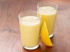 Mangolassi ist ein Rezept mit frischen Zutaten aus der Kategorie Südfrucht. Probieren Sie dieses und weitere Rezepte von EAT SMARTER!