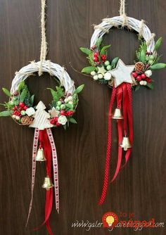 """"" 68 Amazing Holiday Wreaths for your Front Door – Happily Ever After, Etc. """" 68 Amazing Holiday Wreaths for your Front Door – Happily Ever After, Etc. Noel Christmas, Handmade Christmas, Christmas Ornaments, White Christmas, Christmas Projects, Holiday Crafts, Holiday Wreaths, Winter Wreaths, Spring Wreaths"