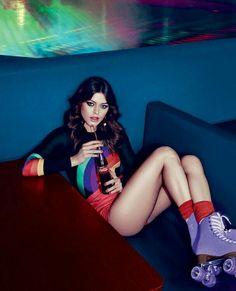 photoshoot Moda anos como us-la em 2016 - Roller Disco, Roller Rink, Roller Derby, Roller Blading, Look 80s, Look Retro, Odette Et Lulu, Skate Girl, Hot Girls