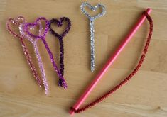 Pipe cleaner cupid's arrow - Make this fun kid craft via Marie of Make and Takes