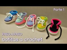 How To Crochet Cute And Easy Baby Booties/ Baby Sneakers Booties Crochet, Crochet Converse, Crochet Baby Boots, Crochet Shoes, Crochet Twist, Mode Crochet, Diy Crochet, Crochet Dolls, Baby Sneakers