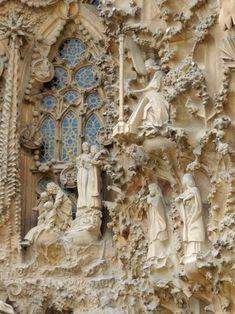 Detalle de la fachada del Nacimiento en la Sagrada Familia, Barcelona