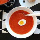 - Hjemmelaget tomatsuppe - Tomato Soup, - canned tomatoes and added chili as a little kick, - add a little milk or half/half? A Food, Food And Drink, Mango Salat, Vegetarian Recipes, Cooking Recipes, Norwegian Food, Tomato Soup, Tapas, Food To Make