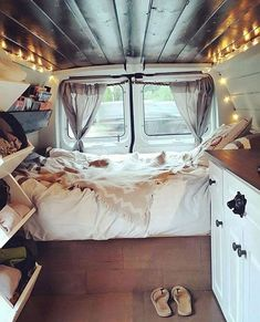 Beautiful RV Camper Does Van Life Remodel Inspire You. You're likely to have to do something similar for van life also. Van life lets you be spontaneous. Van life will consistently motivate you to carry on. Wolkswagen Van, Camping Con Glamour, Murs Clairs, Kombi Home, Van Home, Camper Van Conversion Diy, Sprinter Conversion, Van Conversion Interior, Campervan Interior