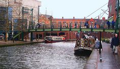 The Birmingham Navigation main line canal. Between the International Convention Centre on left and Brindley Place on the right and Broad Street tunnel ahead in Central Birmingham. Birmingham Canal, Birmingham England, Birmingham United Kingdom, Brindley Place, Mysterious Universe, Travel Magazines, Canal E, Holiday Destinations, Day Trip