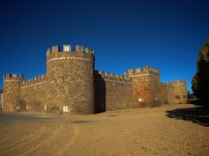 Castillo de Alija del Infantado, León - Spain Historical Monuments, Historical Architecture, Castles To Visit, Castle House, Fortification, Spain And Portugal, Medieval Castle, Beautiful Places In The World, Culture Travel