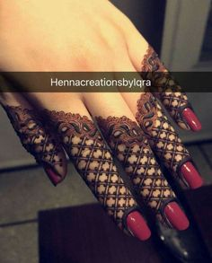 Henna Mehndi Designs which you can easily pull off to college. You will find some Easy, Elegant, Simple, and Beautiful Mehndi Designs of Finger Henna Designs, Henna Art Designs, Mehndi Designs For Girls, Mehndi Designs For Beginners, Modern Mehndi Designs, Mehndi Designs For Fingers, Mehndi Design Photos, Wedding Mehndi Designs, Beautiful Henna Designs