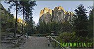 Góry Stołowe nie znajdują się tylko w Polsce. Ciągną się one aż do Czech, gdzie można podziwiać m.in. niesamowite Skalne Miasto. Odbędziemy  wirtualną wycieczkę po czeskim Skalnym Mieście.
