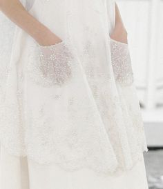 Delicate embroidered blanc pockets ~