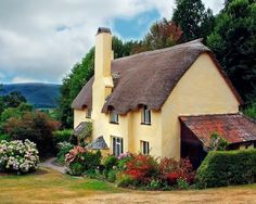 Fairytale Cottage: Thatched Roof Garden Cottage Wish I could live here . Irish Cottage, Cozy Cottage, Cottage Homes, Cottage Style, Tudor Cottage, Cottage Design, Somerset Cottage, Cottage Gardens, Fairytale Cottage