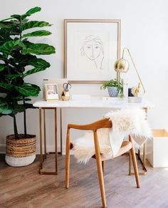 White Home Office Ideas To Make Your Life Easier; home office idea;Home Office Organization Tips; chic home office. Mesa Home Office, Home Office Design, Home Office Decor, Diy Home Decor, Office Furniture, Office Designs, Furniture Stores, Furniture Design, Home Office Inspiration