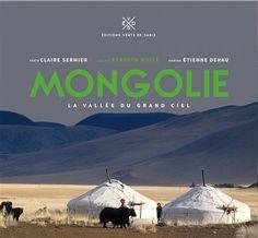 Un bel  ouvrage illustré de photographies sur la Mongolie : ses paysages de steppes, de montagnes et de grands espaces, ses habitants et leurs coutumes, ses chevaux, etc.