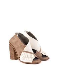 Leather sandal with medium heel (heigth 11,5 cm), crossing straps on the front part made of two different leather types with different finishes. Franges on the outer side and elastic band behind the heel