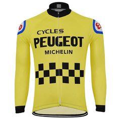 ae7a4e292 Revivez les grandes heures du cyclisme des 70 s 80 s avec ce maillot  cycliste vintage Peugeot en polyester. Il sera parfait pour « rider »  vintage ou lors ...