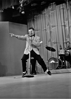 Elvis Presley on The Milton Berle Show : Los Angeles : June 1956 Elvis Presley Pictures, Bye Bye Birdie, Sun Records, Milton Berle, Harold Lloyd, Young Elvis, King Of The World, You're Hot, Hound Dog