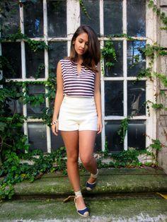 Look do dia com regata listrada, shorts cintura alta de tweed e espadrille de salto. Look com pegada navy. Ootd with striped tank top, shorts high waist tweed and high heels espadrille . Look with navy footprint. #fashionblog #blogdemoda #lookdodia #ootd